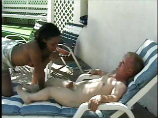 порно целует ножки в чулках