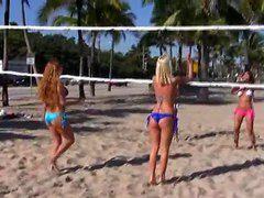 Видео мужик дрочит на пляже