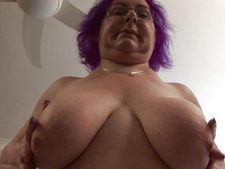 Порно бабушка мастурбирует