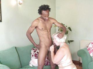 Бабушка сосет хуй порно