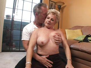 Онлайн порно бабушек в анал